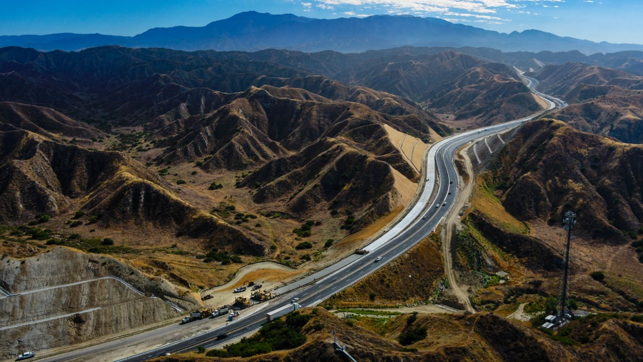 SR-60 Truck Climbing Lanes Project July 29, 2020. Beaumont, CA.